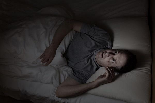 چرا در نیمه های شب از خواب می پریم؟