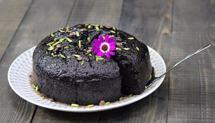 طرز تهیه کیک خیس شکلاتی سیاه و کافی شاپی !